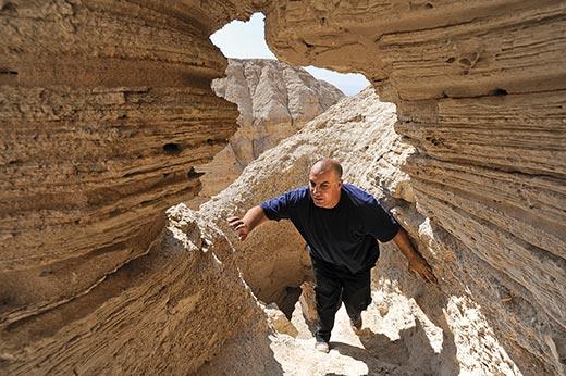 Юваль Пелег в Кумранской пещере № 4