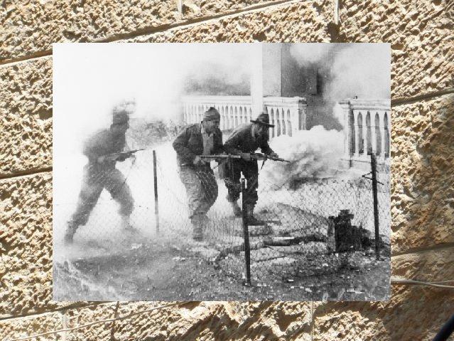 Следы снарядов времен Войны за независимость на стене дома в иерусалимском районе Катамон Фото: Shifra Horn (http://shifra-horn.com/)  Битва за Катамон, 1948 г :The Palmach Photo Gallery