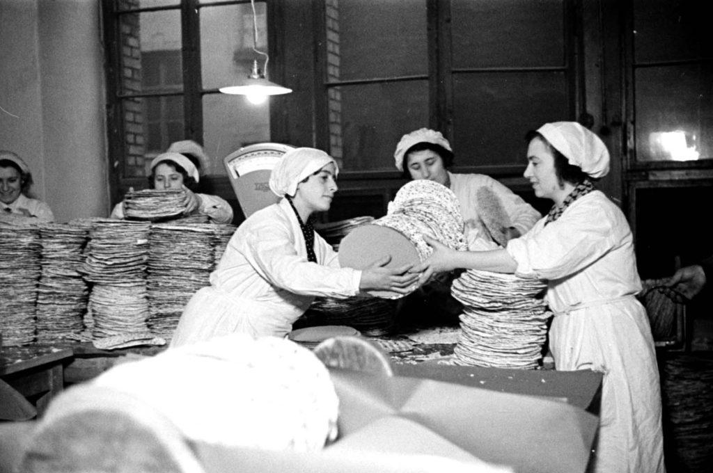 Herzog matzah factory, Berlin, Germany, 1936