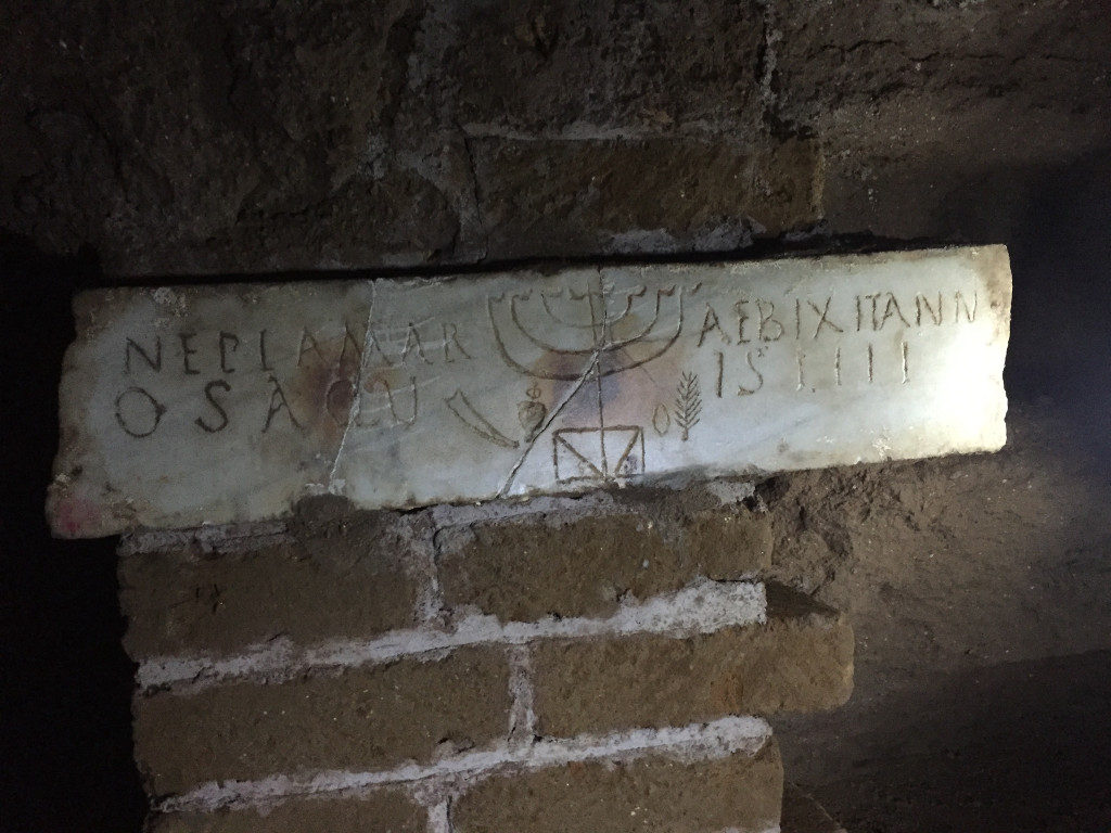 6-the-detail-of-the-inscription-that-marks-the-burial-of-4-year-old-Neppia-Marosa-with-a-menorah-a-shofar-a-lulav-an-etrog-Rossella-Tercatin